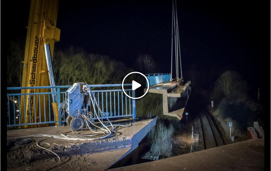 Abriss in der Nacht: Die Brücke bei Halchter verschwindet | Wolfenbüttel